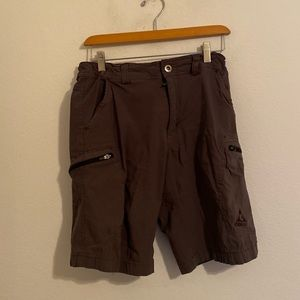 GERRY SOLID BROWN CARGO SHORTS SIZE 32